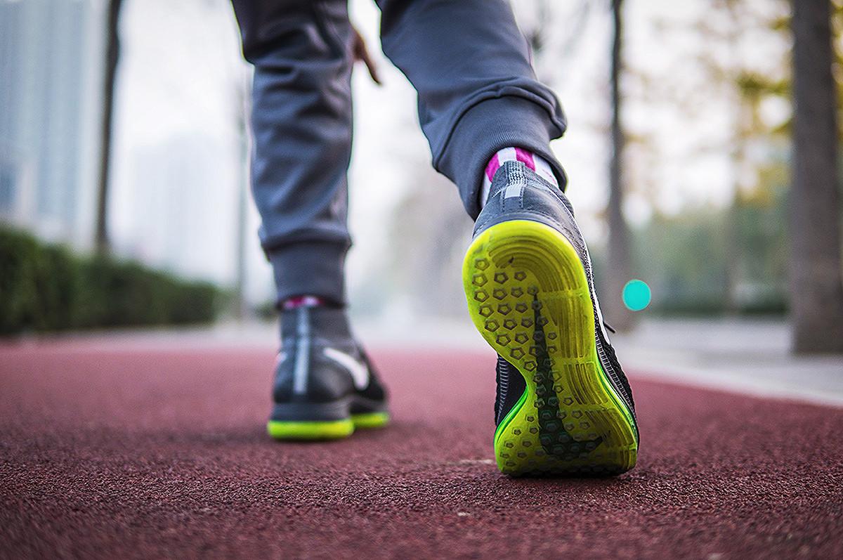 踩着全掌 Zoom 气垫跑步到底是何感受 - 莆田鞋
