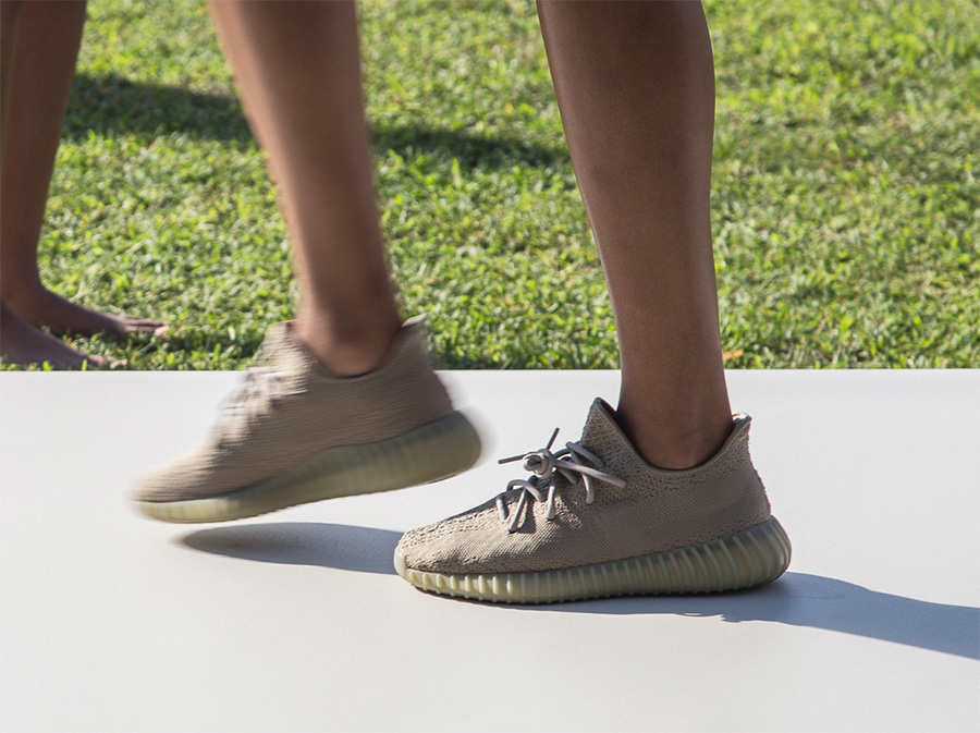 Kanye West Boost 350 V2 CP9366 CREAM WHITE/CORE WHITE