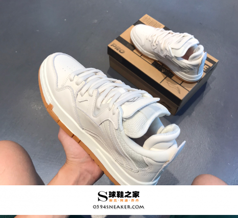 小白鞋发黄怎么洗白最有效?小白鞋清洁剂怎么打开和使用.